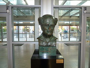Israel Ben Gurion Airport Bust Dorothy Wolf.jpg