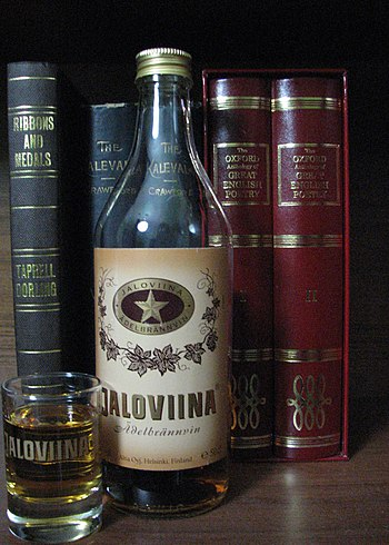 English: A 50cl bottle of Jaloviina in front o...