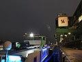 Köln Rheinauhafen Promenade Kran 14 und angelegtes Schiff.jpg