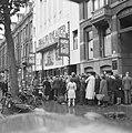 Kaartverkoop en rij wachtend publiek voor het Rialto-theater te Amsterdam, Bestanddeelnr 900-8226.jpg
