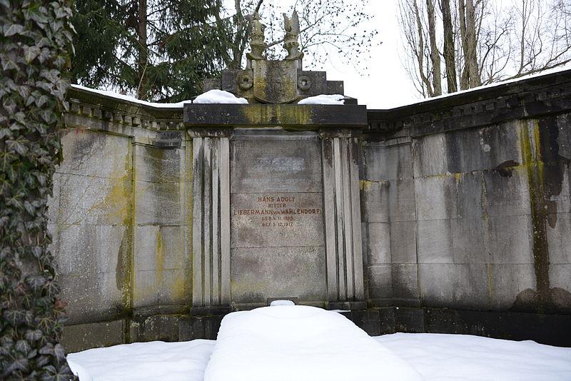 File:Kaiser-Wilhelm-Gedächtnis-Friedhof Berlin Grab Liebermann-von-Wahlendorf.JPG