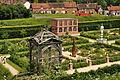 Kenilworth Castle Gardens (9739).jpg