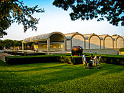 Kimbell Art Museum with Moore sculpture.jpg