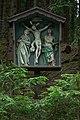 Kreuzigungsgruppe im Wald.jpg