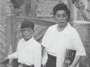 Kyu Sakamoto - Kyu Sakamoto with his mother, Iku, in 1951