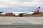 LATAM Brasil, PT-MUG, Boeing 777-32W ER (39426432834).jpg