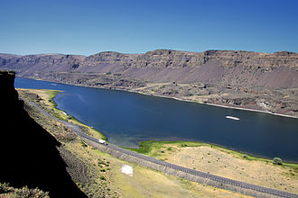 Washington State Route 17 - SR 17 on the shores of Lake Lenore, passing through the Grand Coulee on a highway built in the 1930s.