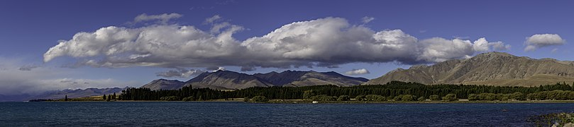 Lake Pukaki, Canterbury, New Zealand.jpg