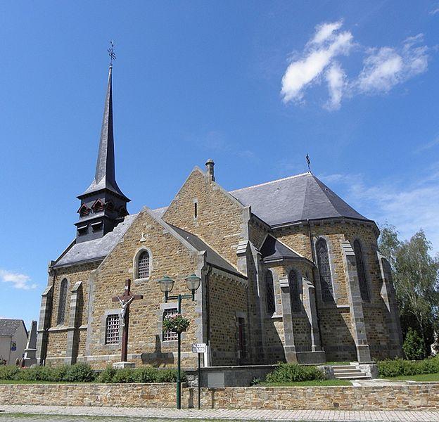 Chevet et flanc méridional de l'église Saint-Martin et Saint-Pierre de Langan (35).
