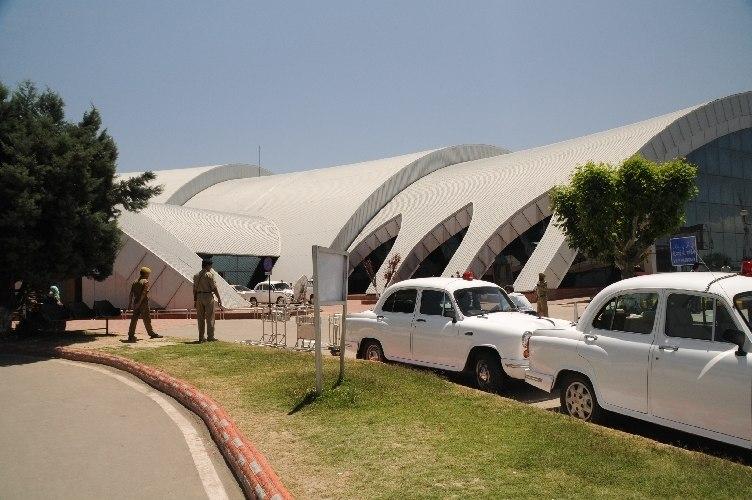 Lapangan terbang Srinagar 2