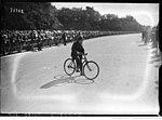Le nain Delphin à Longchamp le 16 septembre 1922.jpg