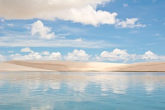 https://upload.wikimedia.org/wikipedia/commons/thumb/d/d5/Len%C3%A7%C3%B3is_Maranhenses_in_northeastern_Brazil.jpg/325px-Len%C3%A7%C3%B3is_Maranhenses_in_northeastern_Brazil.jpg