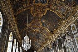 Photographie montrant le compartimentage du plafond et les différentes compositions