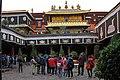 Lhasa-Jokhang-44-Innenhof-2014-gje.jpg