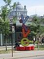 Live statue Montreal Wikimania 2017.jpg