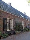 foto van Laag huis onder rechte kroonlijst