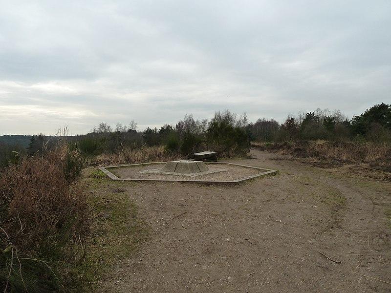 Gemarkeerd uitzichtspunt op de Mechelse Heide met daarop plaatsen die in de omgeving liggen, Maasmechelen, Limburg, België