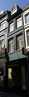 foto van Huis met gepleisterde lijstgevel.