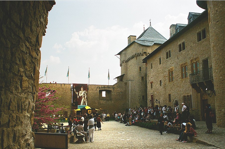 Manderen, the yard of the Malbrouck castle