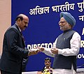 Manmohan Singh gave away the President's Police Medal to Shri Himat Singh Deputy Central Intelligence officer, Jammu for distinguished services on the occasion of Independence day-2008, at the DGPsIGPs Conference-2008.jpg