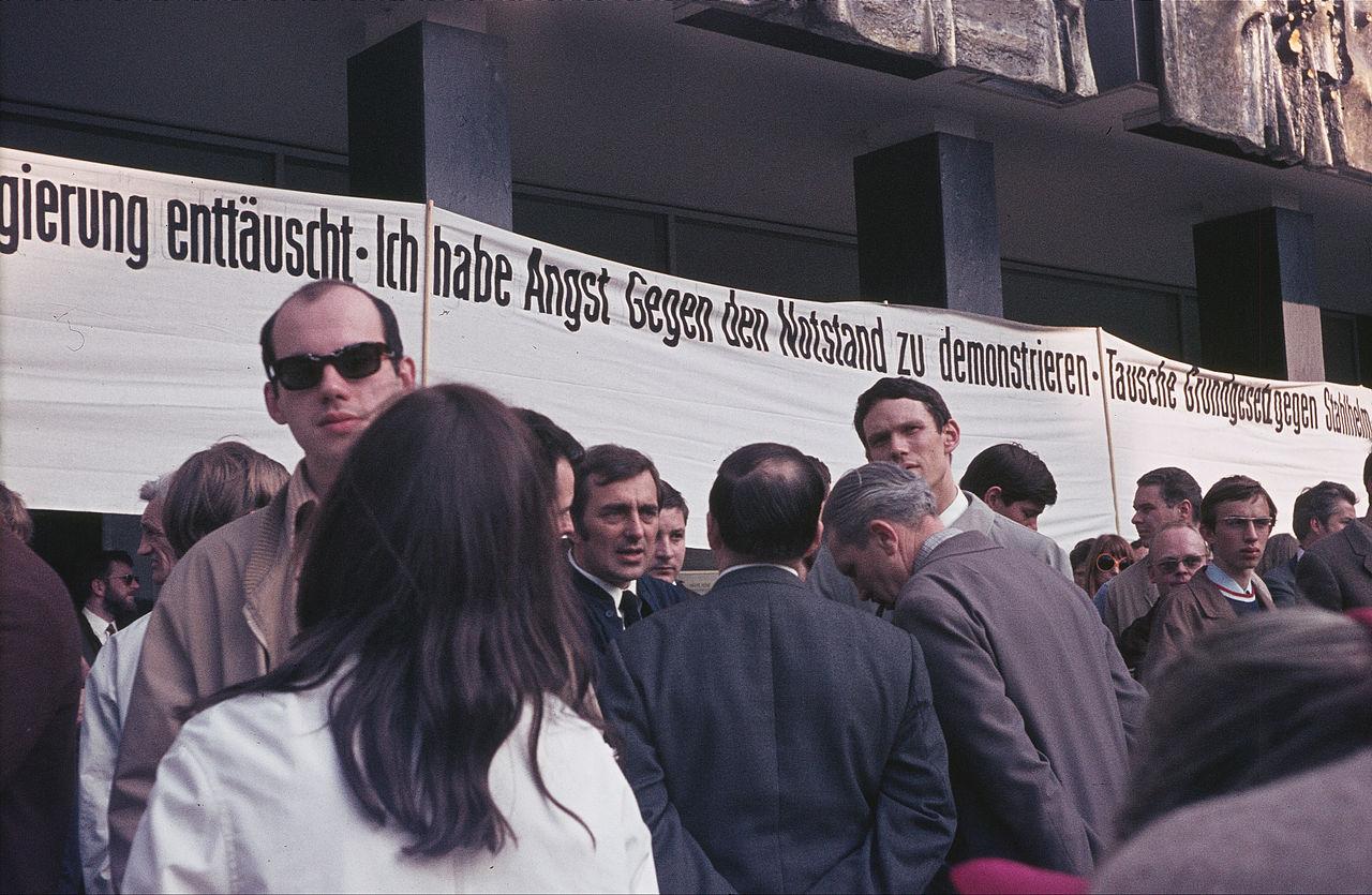 Marktplatz 1, Demo gegen Notstandsgesetze.jpg