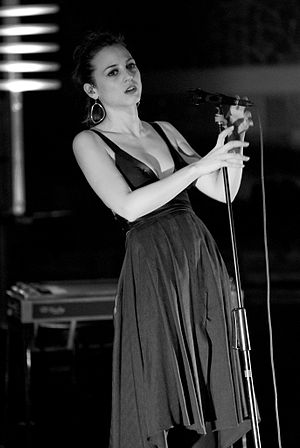 Marlango - Leonor Watling singing in the band