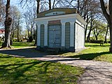 Mausoleum, Ribnitz-Damgarten (P1080226).jpg