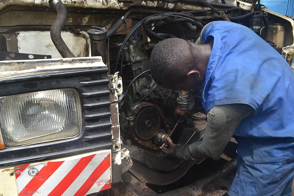Mechanic_at_work