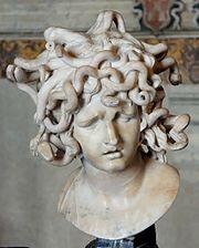 Representación de una Gorgona con culebras en la cabeza (Bernini)