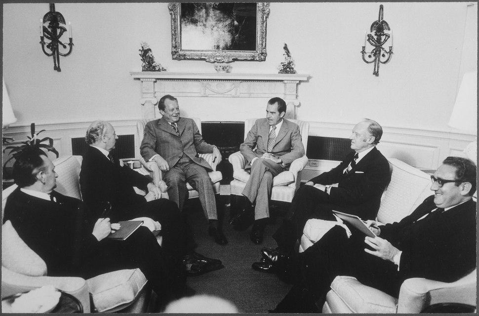 Meeting to discuss US-West German relations - NARA - 194507