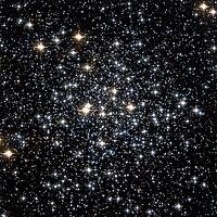 Messier 71 Hubble WikiSky.jpg