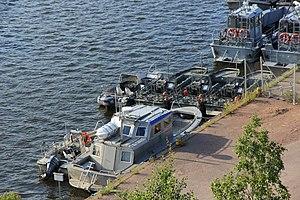 Metsähallituksen veneitä ja G-veneitä Kuusisessa.JPG
