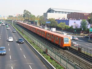 Metro General Anaya - A metro approaching Metro General Anaya from the north