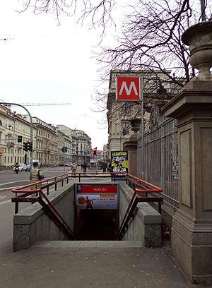 Palestro (Milan Metro) - Image: Milano metropolitana Palestro scala
