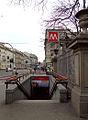 Milano metropolitana Palestro scala.JPG