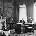Minister-president W Schermerhorn in zijn werkkamer, Bestanddeelnr 900-7426.jpg