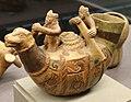 Moche (perù), vaso a forma di imbarcazione di giunchi (caballito de totora) e due rematori, 300 dc ca. 04.jpg
