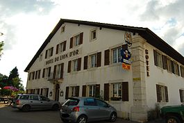 Montfaucon - Hotel du Lion d'Or in Montfaucon village