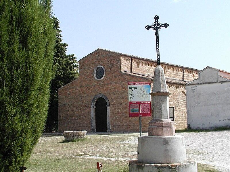 File:Moscufo -Santa Maria del Lago- 2004 by-RaBoe 01.jpg