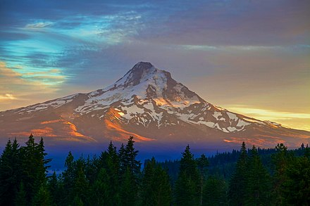Mount Hood is the highest peak in Oregon. Mt. Hood (8081466807).jpg