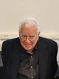 Murray Gell-Mann (University Hall)-retouched.jpg