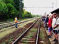 Nádraží Heřmaničky, v den pochodu 2011, nástupiště (01).jpg