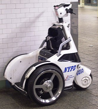 Police transport - A standing scooter of the NYPD for paroling the New York City Subway