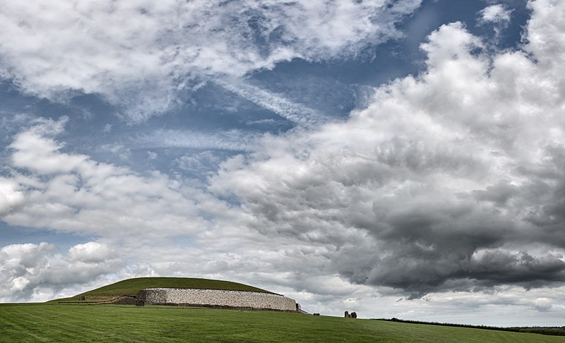 File:Newgrange (Brú na Bóinne) - Glebe, County Meath, Ireland - August 8, 2017 - 03.jpg
