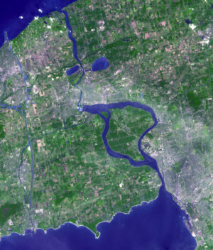 Satellite image of the Niagara River. Flowing from Lake Erie in the south to Lake Ontario in the north, the river passes around Grand Island before going over Niagara Falls, after which it narrows in the Niagara Gorge. Two hydropower reservoirs are visible just before the river widens after exiting the gorge. The Welland Canal is visible on the far left side of this image. (Source: NASA Visible Earth)