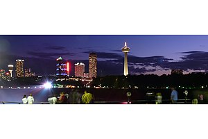 Niagara Falls (Ontario) by night.jpg