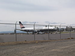 North American Airlines 757 Charter flight at KRDM.JPG
