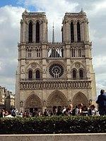 Notre Dame de Paris du parvis.jpg