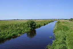 Nowa Blotnica from Karcino bridge NW 2009-06.jpg
