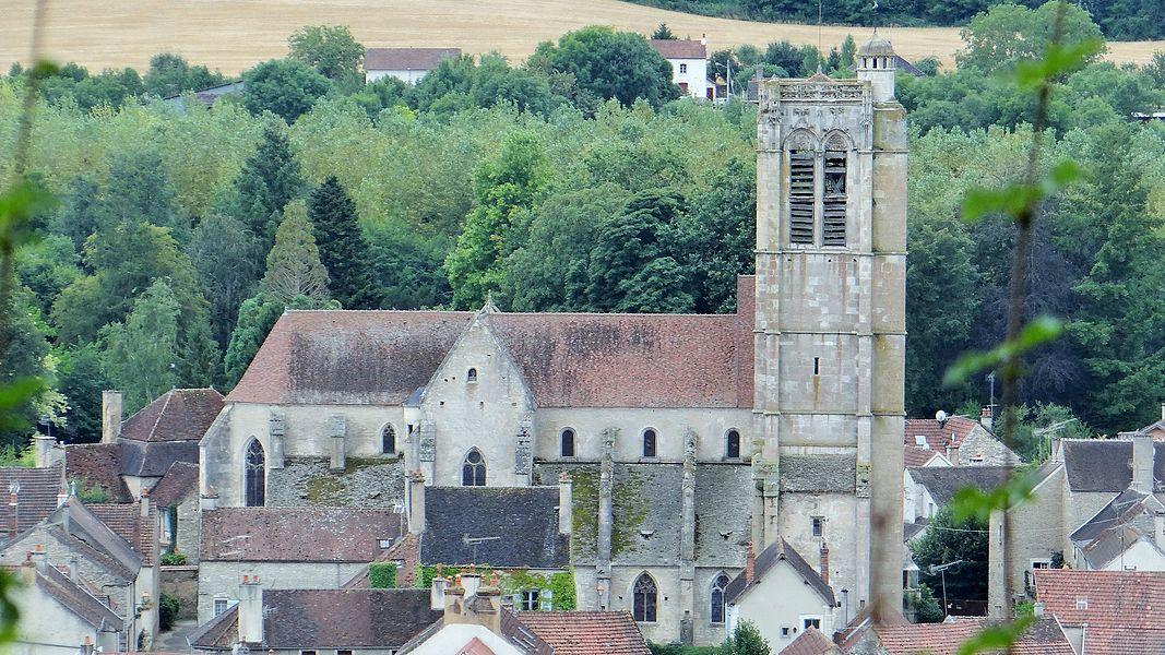 Église de Noyers-sur-Serein vue du vieux château de Noyers-sur-Serein